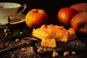 Как приготовить яблочный пирог с коричной крошкой