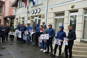 На Закарпатье пикетировали венгерское консульство
