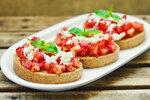 Брускетта з помідорами і зеленню.Фото: depositphotos.com