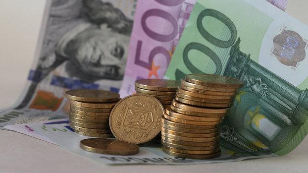 Курс евро опустился ниже 77 руб. впервый раз с20августа