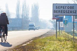 Паспортный скандал с Венгрией: что происходит на самом деле