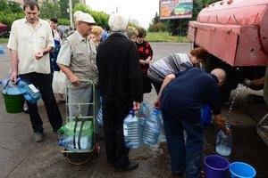 На трех улицах в Киеве отключили холодную воду из-за аварии