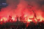 """Запалюють фани """"Баварії"""". фото AFP"""