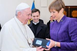 Папа Римский стал виртуальным гражданином Эстонии