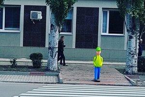 """В Мелитополе на переходе установили """"детские"""" манекены: появились яркие фото"""