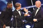 Вони вміють грати. Актор Ідріс Ельба, Модрич і бос ФІФА. Фото: AFP