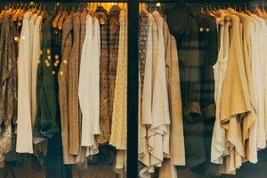 Покупки в секонд-хенде: сколько стоит пополнить осенний гардероб