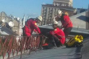 В центре Киева с гимназии сорвало крышу