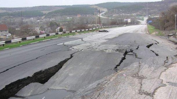 Оккупанты признались, что чинить дороги Крыма незачто