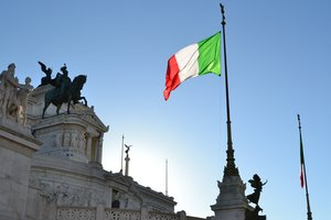 Дефицитный бюджет Италии ударил по евро
