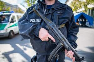 В Германии мужчина с ножом напал на прохожих