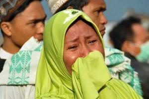 Число жертв цунами в Индонезии возросло до 832 человек и близится к тысячи