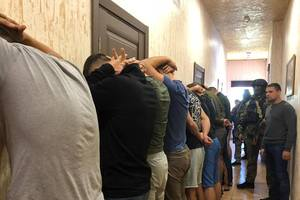 Вооруженные люди в Одессе: парней отправили назад в Киев