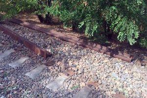 В Донецкой области разграбили железную дорогу: люди лишены транспортного сообщения
