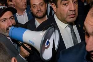 Обострение ситуации в Армении: Пашинян обещает подать в отставку