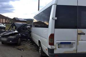 В Ивано-Франковской области столкнулись автобус и легковушка: один человек погиб, восемь – получили травмы