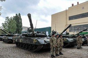 ВСУ получили 16 модернизированных танков и новые БТРы: опубликованы фото, видео