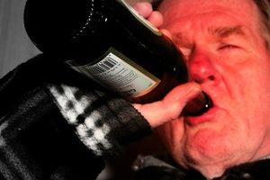 Продавать ли водку ночью и наливать ли возле дома?