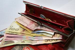 Госстат определил, кто получает самые высокие зарплаты в Украине