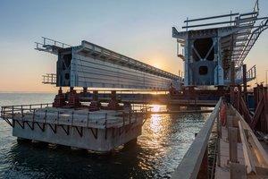 Авария на Крымском мосту: железнодорожный пролет упал в море