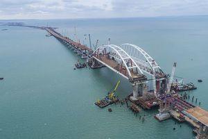 Появилось видео упавшего в море фрагмента Крымского моста