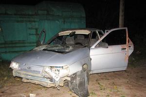 В Житомирской области легковушка врезалась в дерево и перевернулась: пострадал 10-летний пешеход