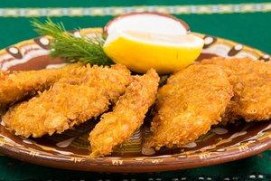 Идея для быстрого ужина: куриные наггетсы в кукурузной панировке