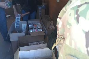 В Бердянске пограничники перехватили крупную партию контрабандных сигарет: появились фото и видео