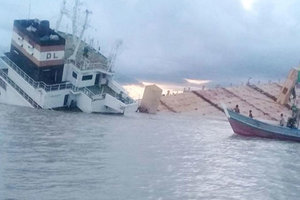 В Азии затонули два контейнеровоза