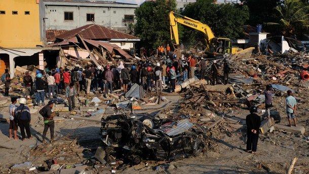 Число погибших землетрясения вИндонезии превысило 1,6 тыс. человек