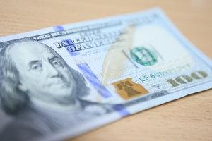 Курс доллара перед выходными опустился еще ниже