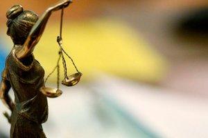Во Львовской области судят женщину, которая напала на полицейского