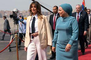 Как всегда на высоте: новый стильный образ Мелании Трамп в Каире
