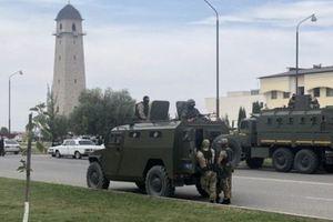 В столицу Ингушетии, где бунтуют против передачи земель Чечне, стянули бронетехнику