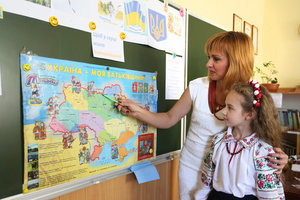 """""""Нелегкая эта работа, учить других"""": Порошенко и Гройсман поздравили педагогов с Днем учителя"""