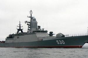Военный корабль РФ вплотную приблизился к границам Латвии