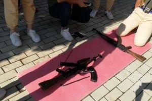 """На коленях с автоматами: в """"Артеке"""" оккупанты устроили для детей необычные развлечения"""
