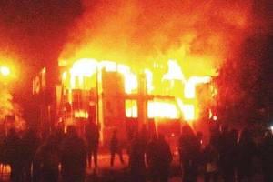 В оккупированном Антраците сгорел торговый центр
