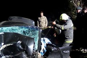 Смертельное ДТП в Хмельницкой области: легковушка врезалась в дерево