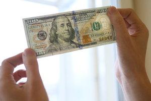 Доллар и евро в Украине вновь подешевели