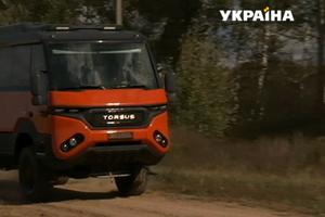Как выглядит первый в мире автобус-внедорожник, который создали украинцы: видео