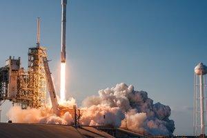 Космический прорыв: Ракета Илона Маска успешно вернулась на Землю