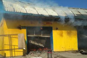 В Приморске спасатели боролись с масштабным пожаром