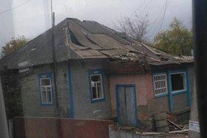 Взрывы артснарядов под Ичней: появились фото разрушенных жилых домов