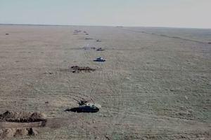 """Танки и самолеты ВСУ """"уничтожили вражеский десант"""" на Азове: появилось эффектное видео"""