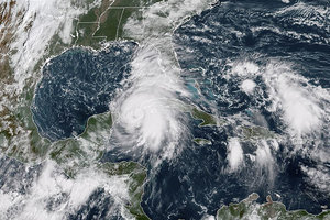 """Ураган """"Майкл"""", движущийся на США, усилился до третьей категории"""