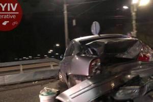 На Телиги в Киеве внедорожник устроил ДТП, водитель сбежал