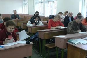 В Мелитополе ищут учителей-волонтеров украинского языка для взрослых