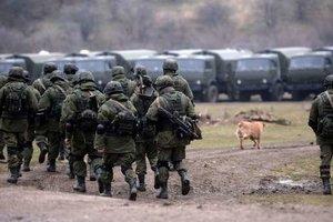 В Крыму заметили большую колонну военной техники РФ: появилось видео