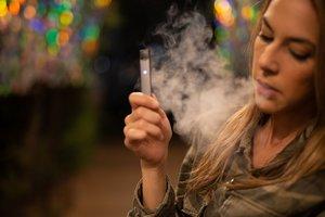 Гонконг объявил незаконными электронные сигареты